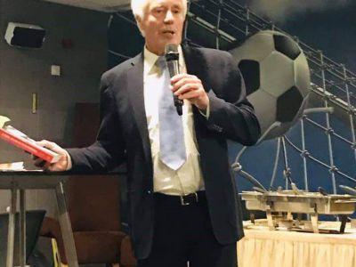 Klaas Wilting tijdens presentatie