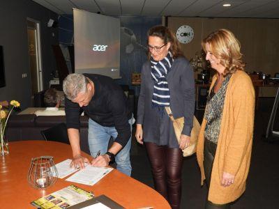 Tekenen contract door nieuwe drie sterrensponsor en tevens BCZ lid; Koetze Beveiligingstechniek BV.