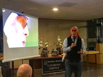 Voormalig olympisch schaatskampioen Jochem Uytdehaage in actie...